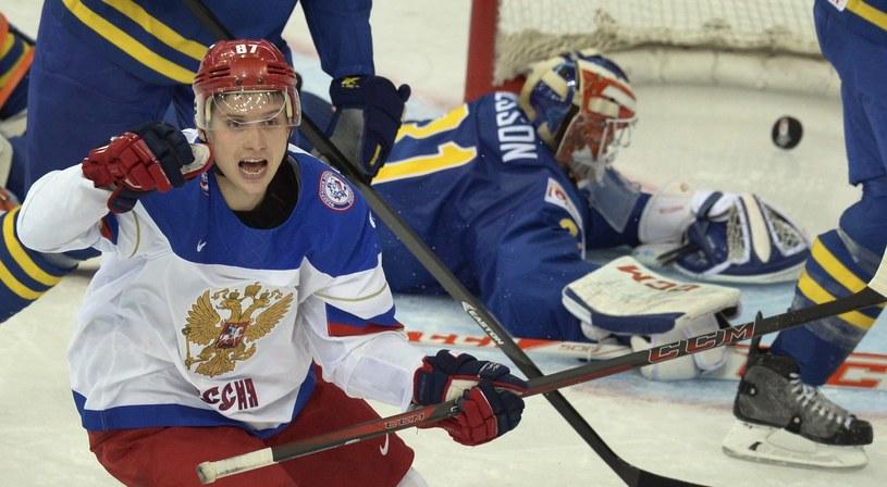 Wadim Szipaczjow cieszy się z bramki dla Rosji w meczu ze Szwecją /AFP