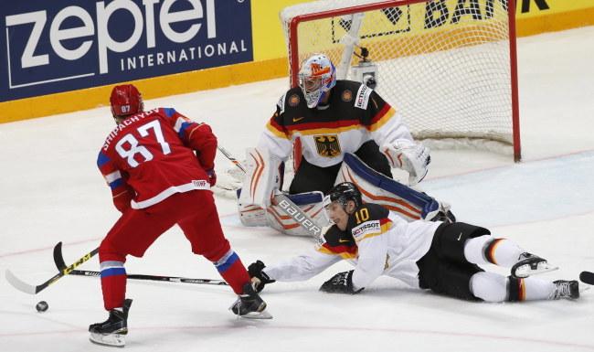 Wadim Szypaczow poprowadził Rosję do półfinału hokejowych MŚ /PAP/EPA