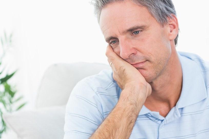 Wahania poziomu testosteronu - oto przyczyna IMS /123RF/PICSEL