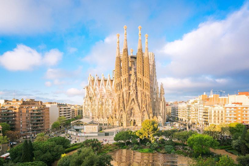 Wakacje 2021 w Hiszpanii - Barcelonę rokrocznie odwiedzają miliony turystów. Tak samo może stać się w wakacje 2021 /123RF/PICSEL