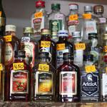 """Wakacje z """"rozgrzewką"""". Częściej sięgaliśmy po rum i wódki smakowe niż po piwo i lody"""