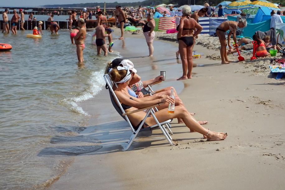 Wakacyjny wypoczynek nad morzem Bałtyckim /Marcin Bielecki   /PAP