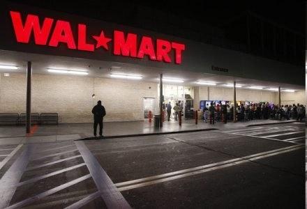 Wal-Mart przebił ofertę Best Buy o jednego dolara mniej. Kto następny? /AFP