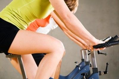 Walcząc z cellulitem ćwicz co najmniej trzy razy w tygodniu po 40 minut  /© Panthermedia