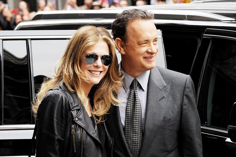 Walcząc z chorobą żony, Hanks dbał o jej dobre samopoczucie. Sporo czasu spędzili razem na karaibskich wyspach /Getty Images