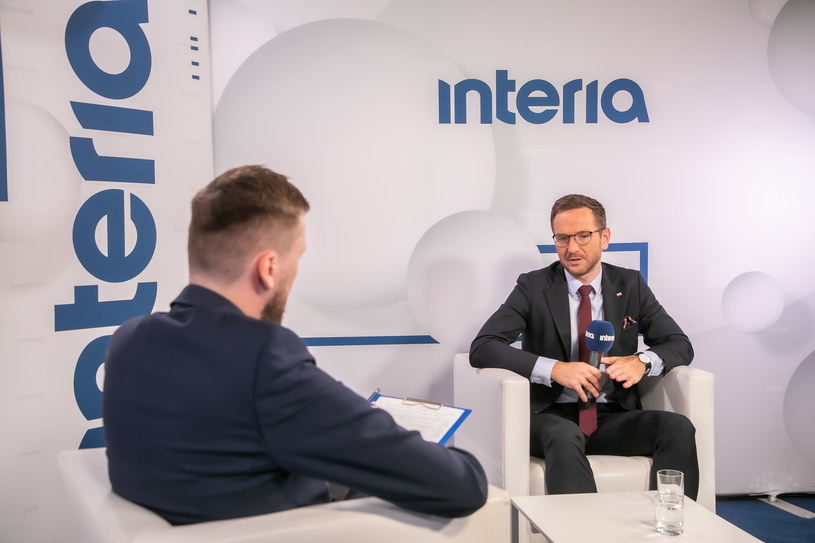 Waldemar Buda, wiceminister funduszy i polityki regionalnej e studiu Interii. /Fot. Ireneusz Rek /INTERIA.PL