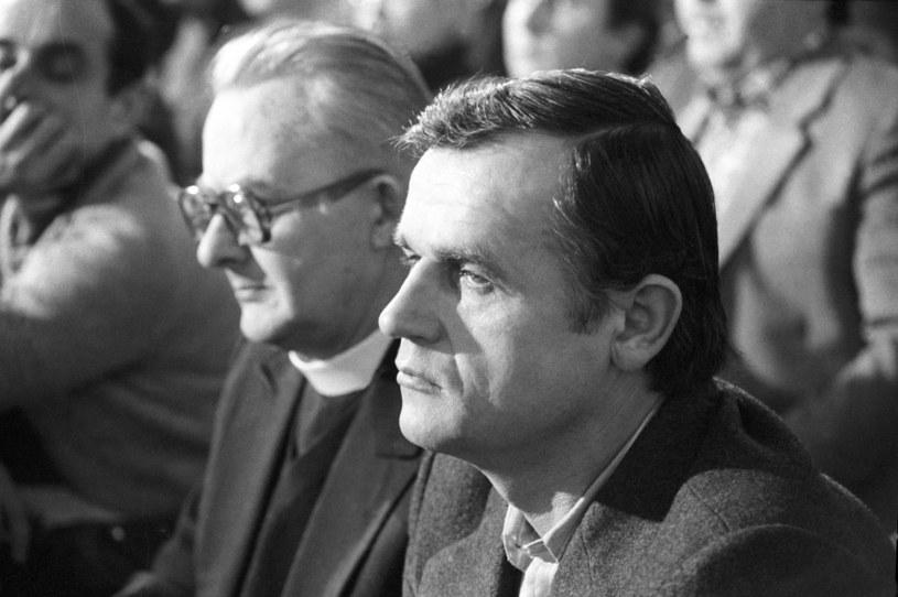 Waldemar Chrostowski (z prawej) podczas procesu zabojców księdza Jerzego Popieluszki przed Sąadem Wojewódzkim w Toruniu /Grzegorz Roginski /Agencja FORUM