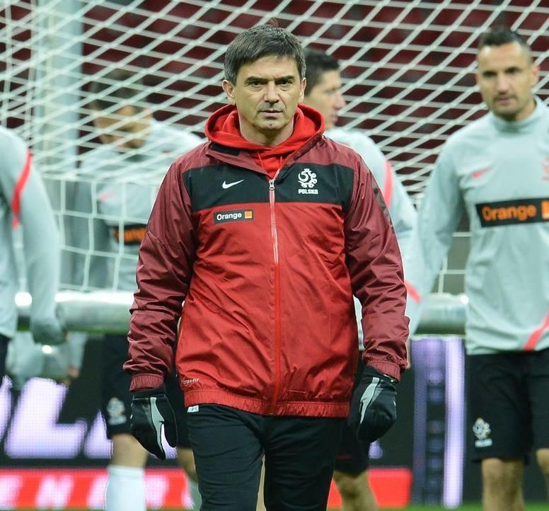 Waldemar Fornalik nie straci stanowiska selekcjonera reprezentacji Polski co najmniej do wrześniowego meczu z Czarnogórą. /AFP