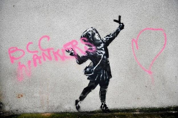 Walentynkowy mural został zniszczony /Ben Birchall    /PAP/PA