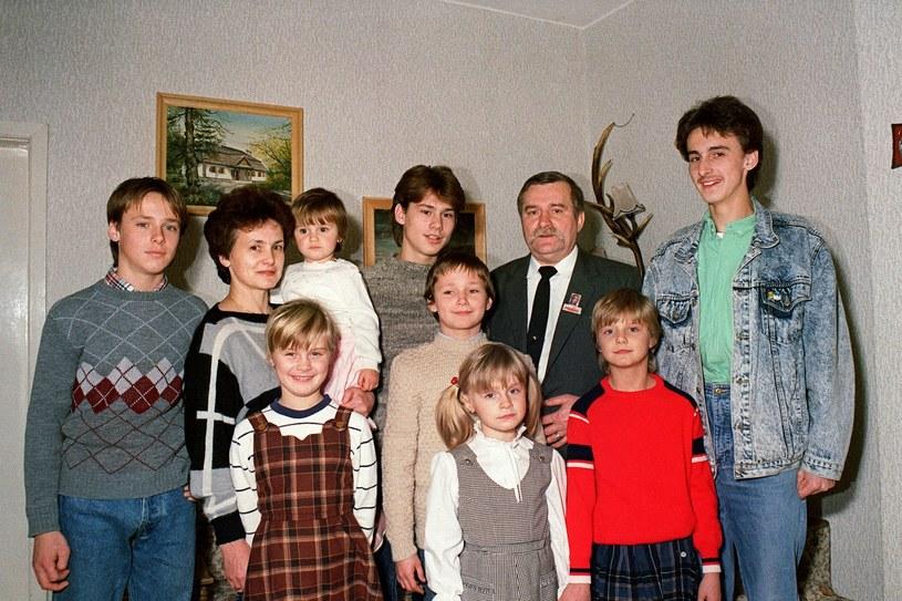 Wałęsowie z dziećmi (1988 r.) /AFP /East News