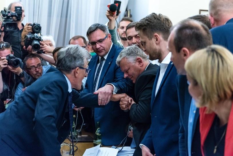 Walka o mikrofon na posiedzeniu komisji /Stanisław Kusiak /East News