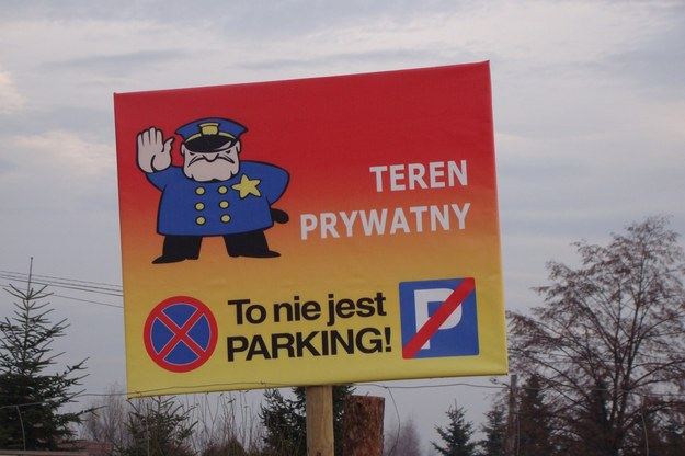 Walka o parkingi jest bezpardonowa /poboczem.pl