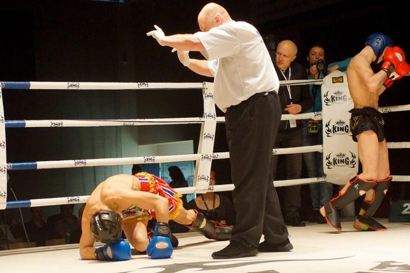 Walka w kickboxingu /fot. Adam Staśkiewicz /East News
