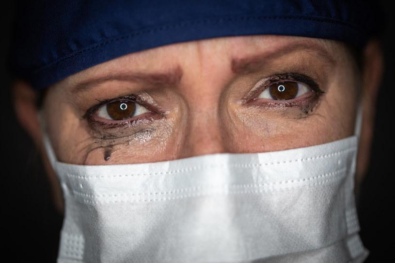 Walka z ciężką chorobą może na zawsze zmienić podejście do życia /123RF/PICSEL