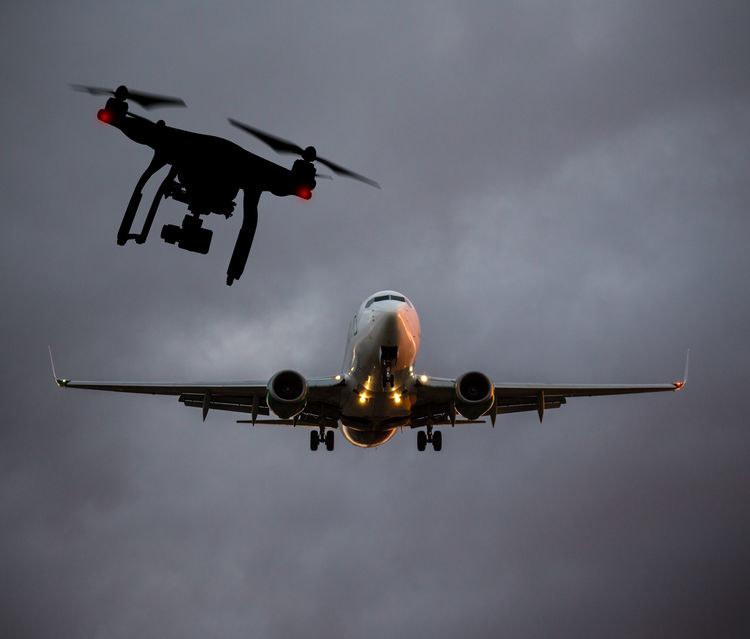 Walka z dronami przy lotniskach rozpoczyna się na dobre /123RF/PICSEL