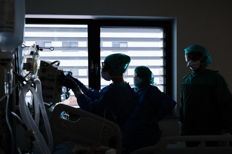 Walka z epidemią COVID-19 w krakowskim szpitalu / Omar Marques /Getty Images