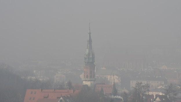 """Walka ze smogiem. Wstrzymano wnioski w ramach programu """"Czyste powietrze"""""""