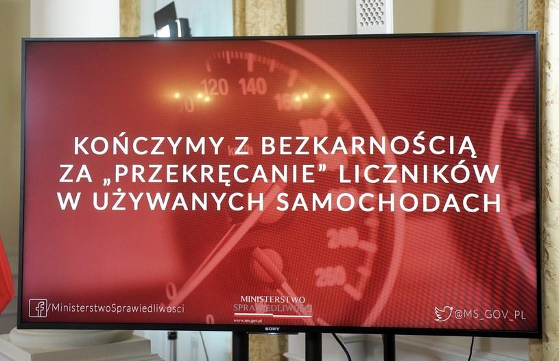 Walkę z cofaniem liczników hucznie ogłosili Zbigniew Ziobro i Patryk Jaki /Jan Bielecki /East News