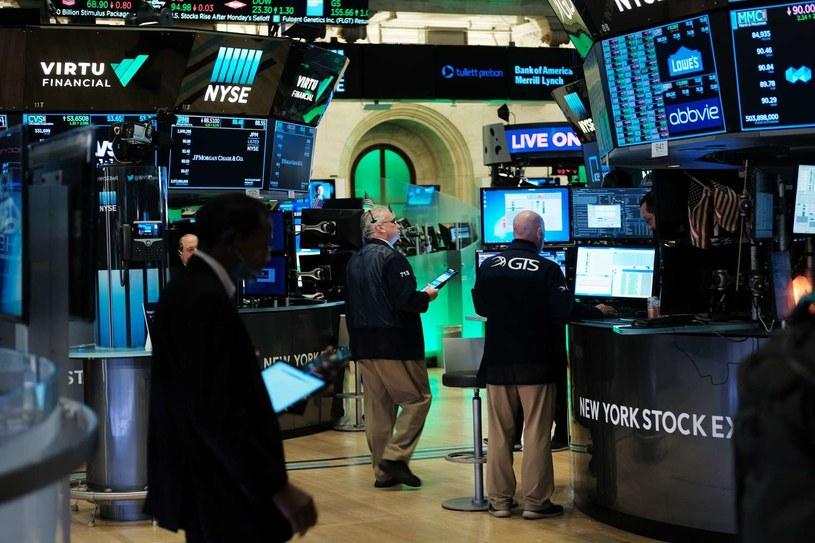 Wall Street kończy tydzień na minusach /AFP