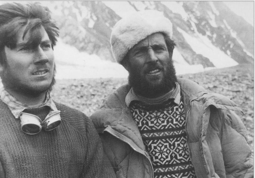 Walter Bonatti (z lewej) i Erich Abram w bazie pod K2 /Wikimedia Commons /domena publiczna
