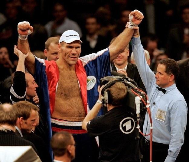 Wałujew wraca na zawodowy ring po kilku miesiącach przerwy /AFP