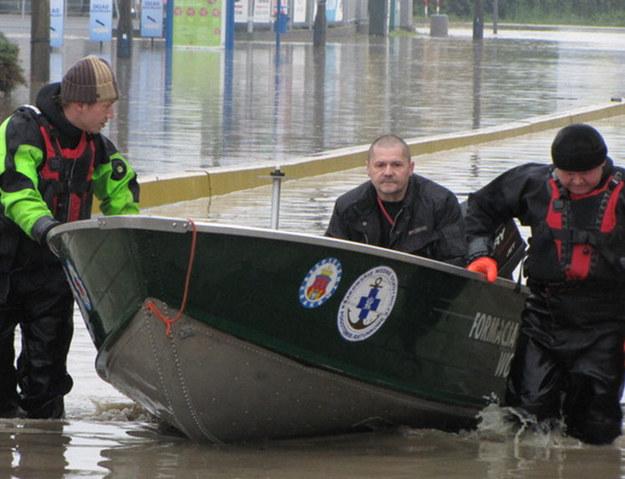 Wały w Krakowie nie wytrzymują - Wisła zalewa kolejne rejony