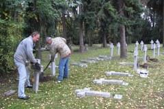 Wandale zbezcześcili Kwaterę Pionierów w Szczecinie