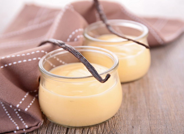 Wanilia podkreśli smak budyniu mlecznego, musu z pieczonego jabłka, twarożku z owocami. /123RF/PICSEL