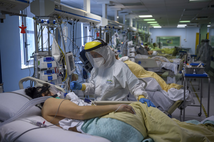 Wariant Delta dominuje we Włoszech, na zdjęciu walka z koronawieusem we włoskim szpitalu /Antonio Masiello /Getty Images