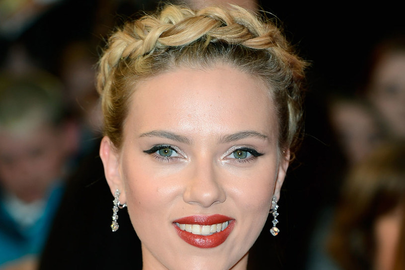 Warkocz Scarlett Johannson to znakomita fryzura na lato /- /Getty Images/Flash Press Media