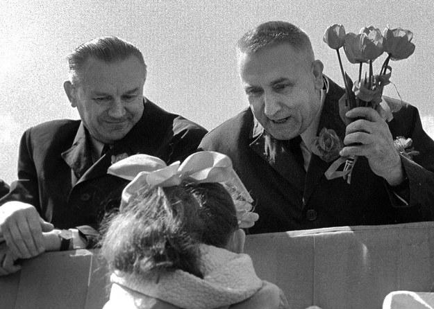 Warszawa, 01.05.1971. Pochód pierwszomajowy, na trybunie honorowej Piotr Jaroszewicz i Edward Gierek /Krzysztof Wojciewski /Agencja FORUM
