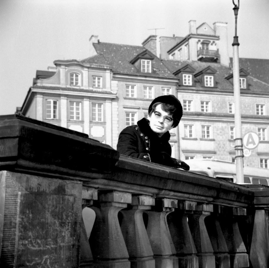 Warszawa 1969 r. Aktorka Danuta Szaflarska podczas spaceru po Starym Mieście /PAP/CAF-Zbigniew Matuszewski /PAP