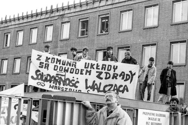 """Warszawa, 1990, protest """"Solidarnosci Walczacej"""" w trakcie kampanii wyborczej na prezydenta /Jacek Marczewski /Agencja FORUM"""