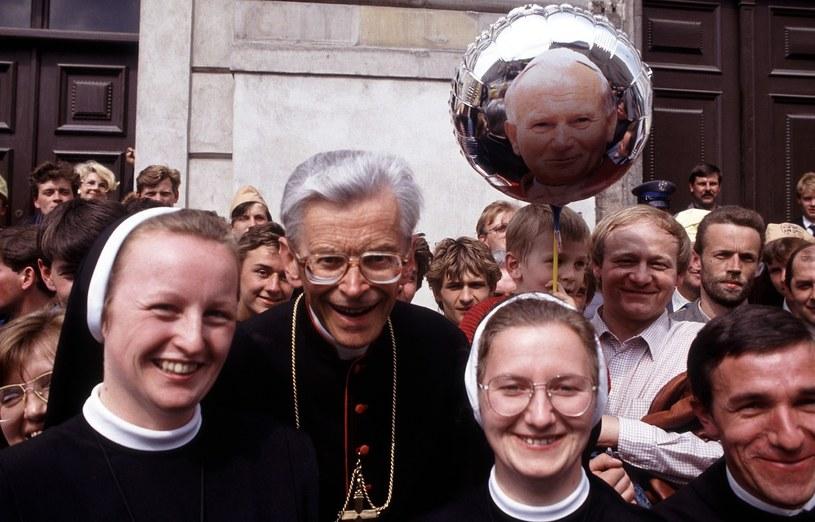 Warszawa 1991; Kardynał Franciszek Macharski podczas pielgrzymki Jana Pawła II do Polski /Erazm Ciołek/FOTONOVA /East News