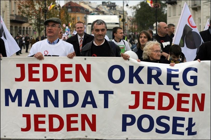 Warszawa - 2008 - Manifestacja za Jednomandatowymi Okręgami Wyborczymi /Darek Redos /Reporter