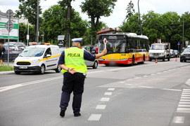 Warszawa: Autobus wjechał w zaparkowane samochody