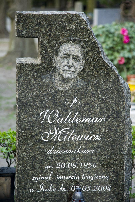 Warszawa Cmentarz Wojskowy na Powązkach, Grób Waldemara Milewicza /Wojciech Strozyk/REPORTER /East News
