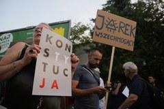 Warszawa: Kolejny dzień protestów przeciwko zmianom w sądownictwie