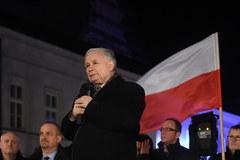Warszawa: Miesięcznica smoleńska przed Pałacem Prezydenckim