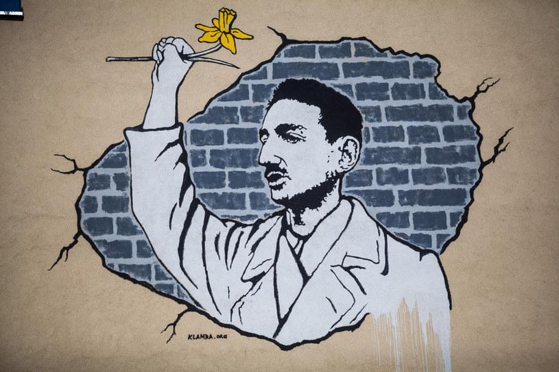 Warszawa, Mural upamiętniający Marka Edelmana /Adam Burakowski /Reporter