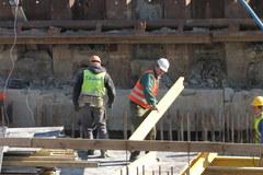 Warszawa: Opóźnienie przy budowie tunelu, którym pociągi mają dojechać na Lotnisko Chopina