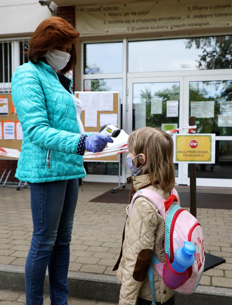 Warszawa, pierwszy dzień w szkole dzieci z klas I-III, po przerwie spowodowanej epidemia koronawirusa /Piotr Molecki /East News