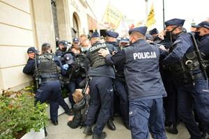 Warszawa: Policja użyła siły. Budka żąda wyjaśnień