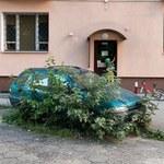 Warszawa: Porzucony samochód utrudnił interwencję straży pożarnej