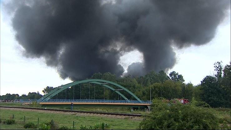 Warszawa: Pożar hali w Konstancinie /Polsat News
