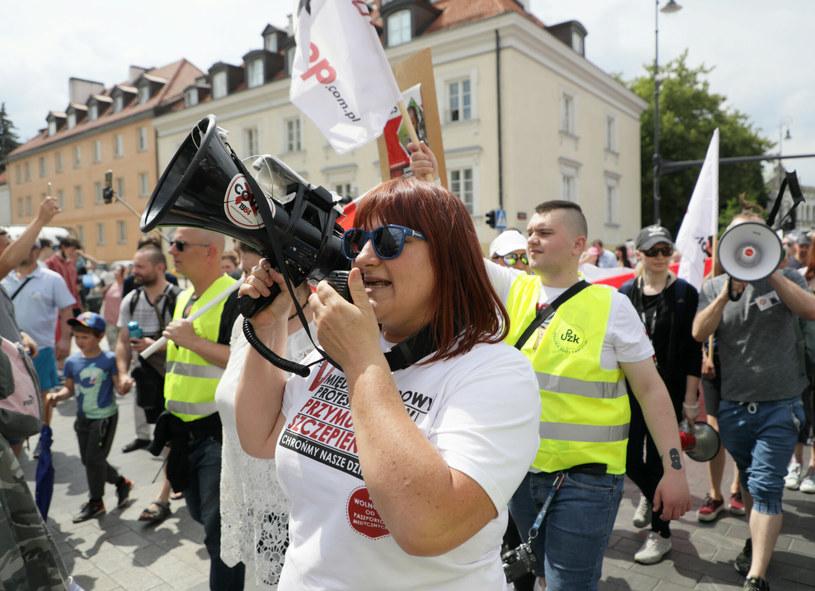 Warszawa: Protest przeciwko szczepieniom / Jakub Kamiński    /East News