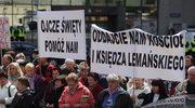 Warszawa: Protest przed kurią przeciw zamknięciu kościoła w Jasienicy