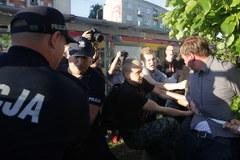 Warszawa: Protesty przed Teatrem Powszechnym