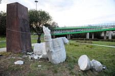 Warszawa: Przewrócenie pomnika Berlinga. Zatrzymano jedną osobę