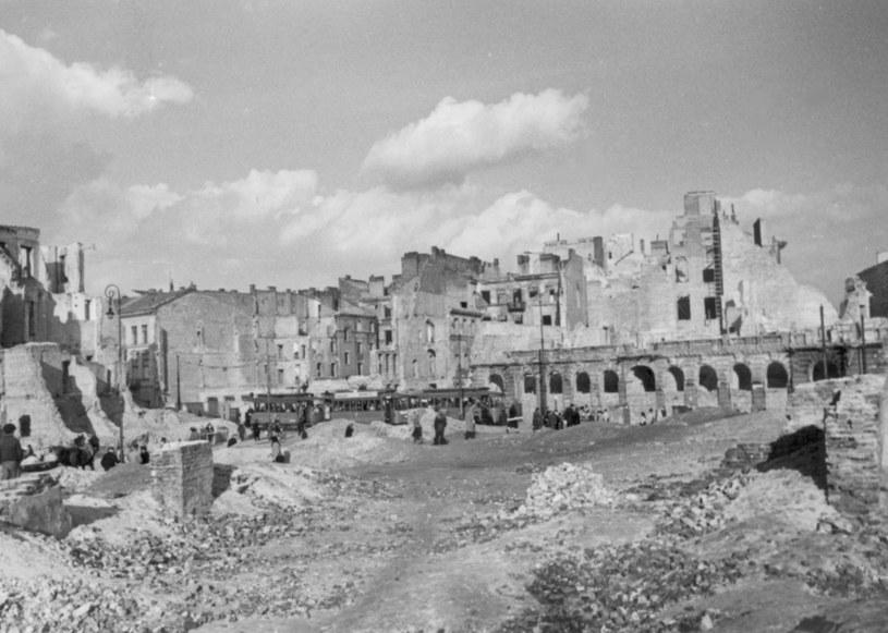 Warszawa. Ruiny domów przy ulicy Granicznej /Z archiwum Narodowego Archiwum Cyfrowego